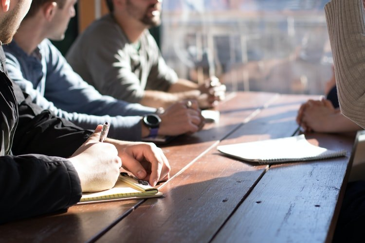 1. Set a meeting agenda: